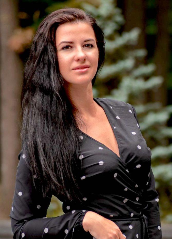 Alyona   Femme ukrainienne   agence matrimoniale   Au Cœur de l'Est